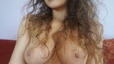 Oksana montre ses seins