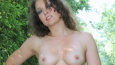 Topless dans l'allée